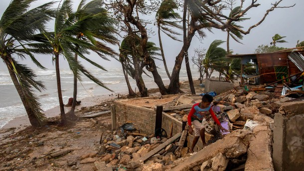 Heftiger Hurrikan trifft angeschlagenes Mittelamerika