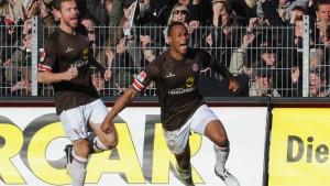Spektakel in St. Pauli - Sieg für Frankfurt