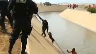 Polizei rettet Hund aus Kanal