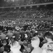 """Im Jahr 1937 hält Joseph Goebbels eine Rede über die """"Sittlichkeitsprozesse"""" in der Berliner Deutschlandhalle."""