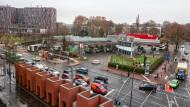 Platz für Bücher und andere Medien: Das Areal an der Ecke von Adickesallee und Eckenheimer Landstraße ist rund 10.000 Quadratmeter groß.
