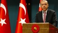 Erdogan verhängt Ausnahmezustand in der Türkei