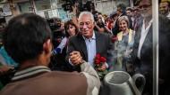 Sag es mit Blumen: Costa im Wahlkampf in Coimbra