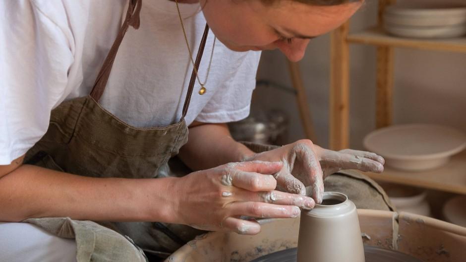 Der Erfolg der jungen Töpferin beweist: Keramik liegt im Trend.