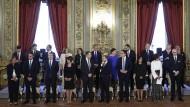 Vor großen Herausforderungen: Die Mitglieder der neuen italienischen Regierung beim Gruppenfoto nach der Vereidigung