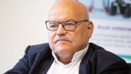 Klaus Oesterling (SPD), Frankfurter Verkehrsdezernent, stellte sich bei einem von der Römer-Koalition ausgehandelten Deal stur.