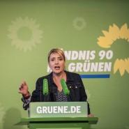 Grünen-Chefin Simone Peter hält nichts davon, im Supermarkt wählen zu gehen.
