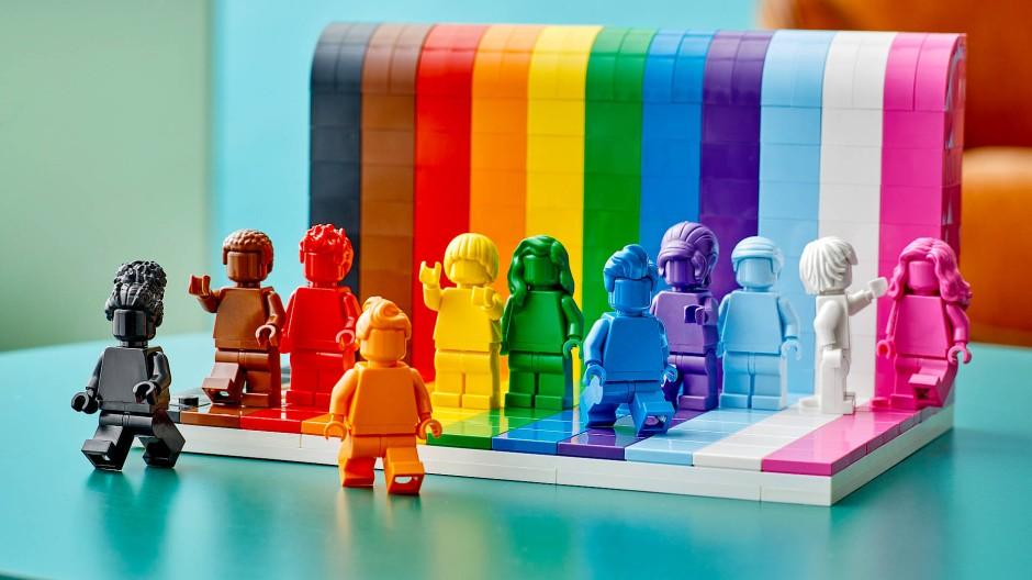 Vom 1. Juni an für 34,99 Euro zu haben: Das Regenbogen-Figurenset von Lego