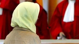 Bundesarbeitsgericht: Kopftuchverbot für Lehrerin rechtswidrig
