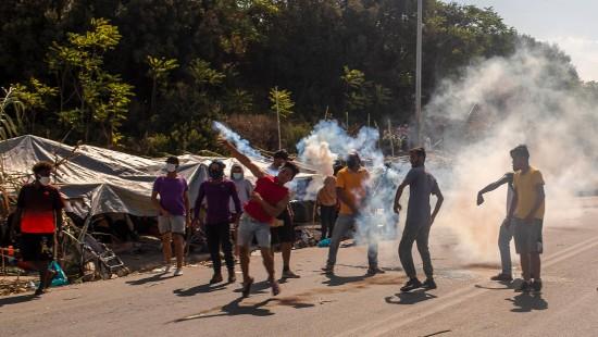Gewaltsame Ausschreitungen und Tränengas-Einsatz