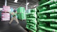 Der Futtermittelhersteller Agravis soll mehrere 100 Tonnen belastetes Geflügelfutter in Umlauf gebracht haben.