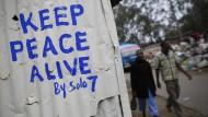 """""""Erhaltet den Frieden"""" – die Botschaft des Straßenkünstlers Solo7 ist trotz der Friedensbemühungen der letzten Jahre in Kenia noch immer aktuell."""
