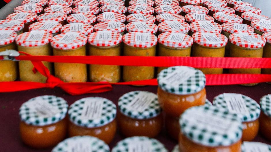 Marmeladenverkauf auf einem Frankfurter Wochenmarkt