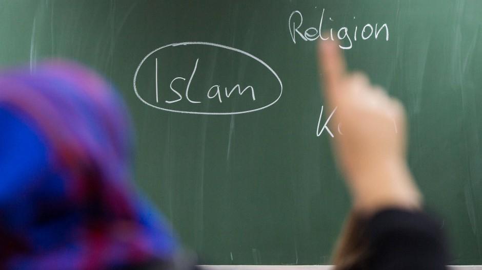 Der Islamunterricht an hessischen Schulen ist weiterhin umstritten.