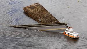 Große Zugangsbrücke in Brasilien bricht ein