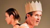 Der König hat eine Krone, aber die Krone hat nicht den König; sie passt auf jeden Kopf: Ulrich Matthes als Ödipus.