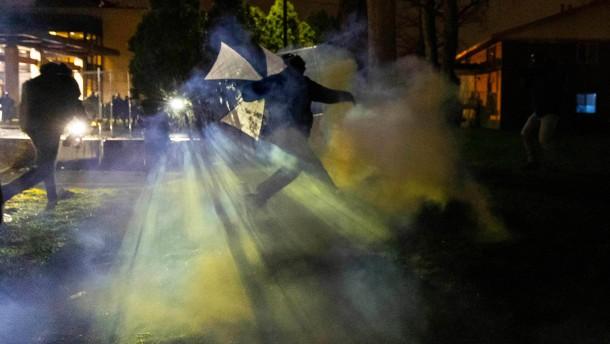 Biden ruft Demonstranten zur Ruhe auf