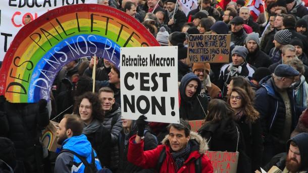 Frankreichs Regierung beschließt Rentenreform