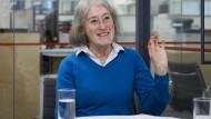 """Auch in der heute erscheinenden Ausgabe hat sie das letzte Wort: Ann Wroe, Nachruferin vom Dienst beim """"Economist"""""""