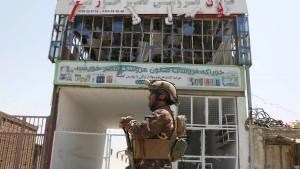 Taliban verüben Anschlag auf Polizeigebäude