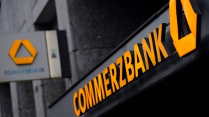 Fitch stuft Commerzbank deutlich herab