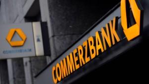 Fitch stuft Commerzbank deutlich herab