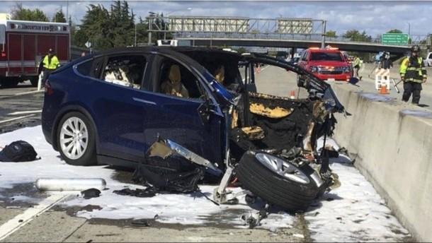 Tesla gibt verunglücktem Fahrer die Schuld