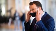 Gesundheitsminister Jens Spahn nach einem Pressestatement