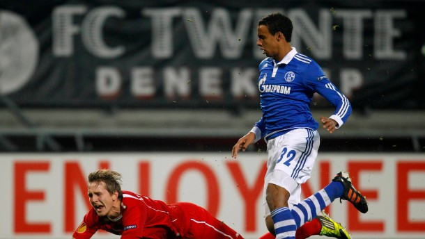 Schalke 04's Matip tackles Twente Enschede's De Jong during their Europa League soccer match in Enschede