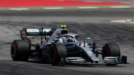 Mit einem neuen Streckenrekord sichert sich Mercedes-Pilot Valtteri Bottas auf dem Circuit de Catalunya die Pole Position