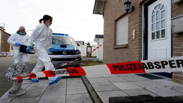 Drei Tote in Haus bei Düren gefunden
