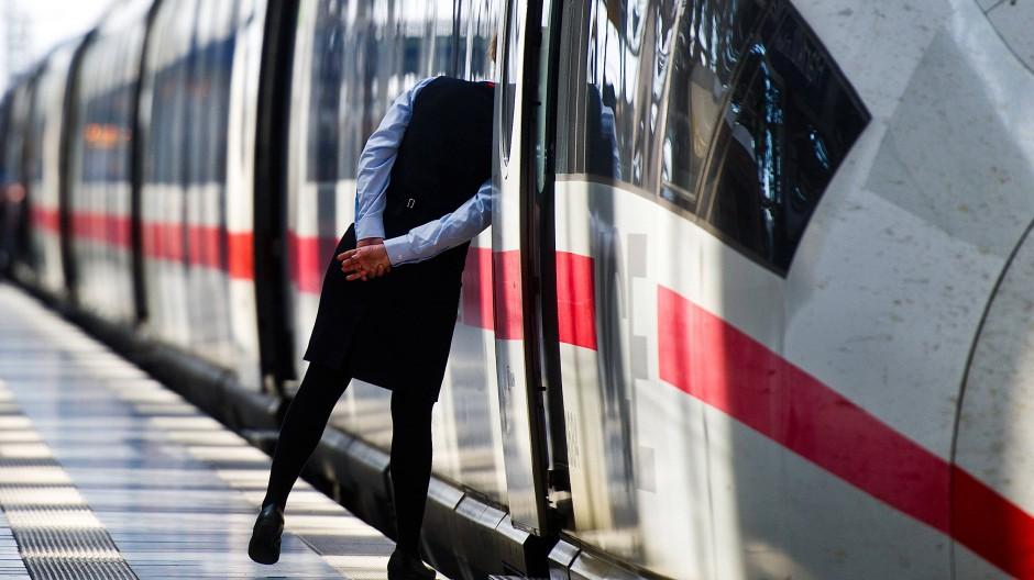 Hier werden vorerst keine Züge aus Köln ankommen: Die Strecke zwischen Frankfurt und Köln ist bis auf weiteres gesperrt.