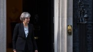Theresa May vor der Downing Street 10
