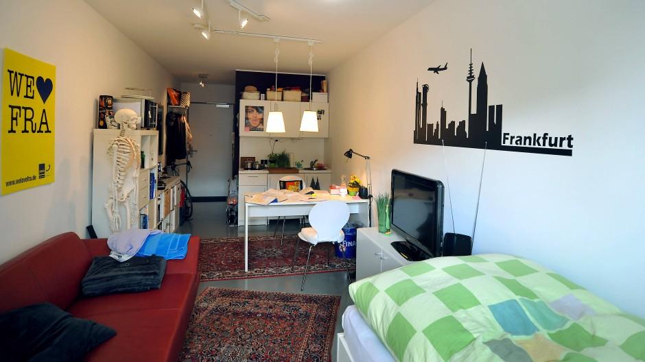 Spartanisch: Ob ein solches Zimmer wirklich Lust auf Frankfurt macht? Es gibt auch hübscher eingerichtete Apartments.