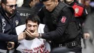 Hunderte Verhaftungen bei Mai-Kundgebung in Istanbul