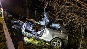 Mehrere Tote und Verletzte bei schweren Autounfällen