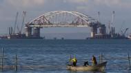 Neue Verbindung: Russland baut eine Brücke über die Straße von Kertsch.