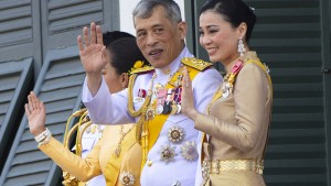 König Thailands feiert 67. Geburtstag