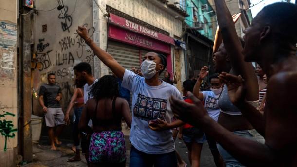 Mindestens 25 Tote bei blutigstem Polizeieinsatz in Rios Geschichte