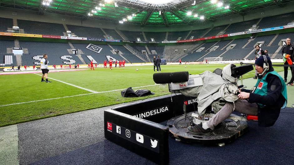 Über ein Drittel ihres Budgets bestreiten die Bundesligaklubs inzwischen aus den Einnahmen der Medienvermarktung.