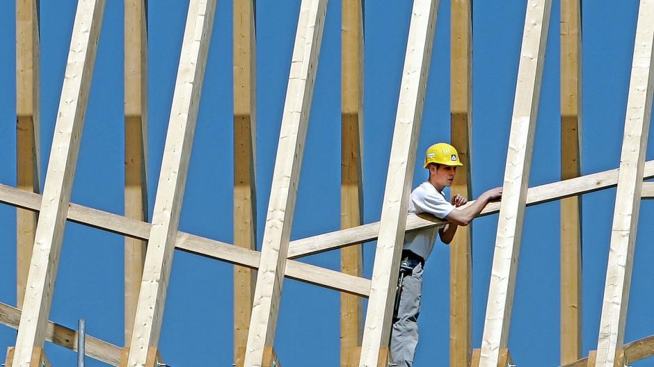 Der Preis für Holz ist in diesem Jahr  besonders stark gestiegen. Jetzt fällt er wieder.Fotodpa