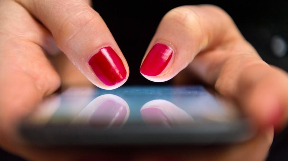 Erst Foto, dann Textnachrichten – so ist die gängige Reihenfolge. Eine App aus der Schweiz möchte sie umkehren. (Symbolbild)