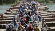 Zehntausende fliehen vor dem IS