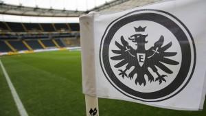 Vergebliches Warten am Eintracht-Portal