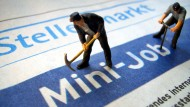 Ökonomen sehen einen Vorteil darin, dass der Arbeitsmarkt durch Minijobs flexibilisiert und liberalisiert wird.