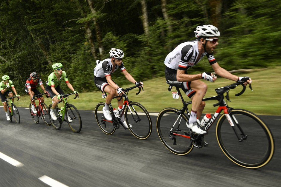 Laurens Ten Dam (r.) und Nikias Arndt vom Team Sunweb bei einem Ausreißversuch auf der neunten Etappe.
