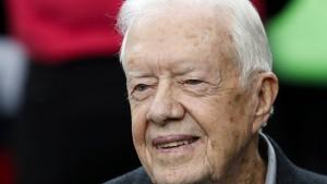 Jimmy Carter fällt beim Sägen in Ohnmacht