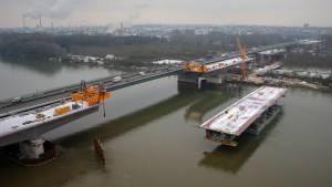 120 Meter langes Bauteil für Schiersteiner Brücke