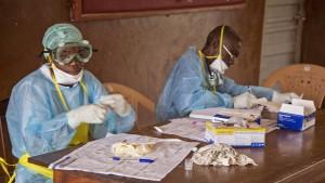 Zahl der Ebola-Toten steigt auf über 1000