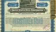 Eine Anleihe der United States Steel Corporation aus dem Jahr 1901 mit der Unterschrift des amerikanischen Großindustriellen Andrew Carnegie in einer undatierten Reproduktion